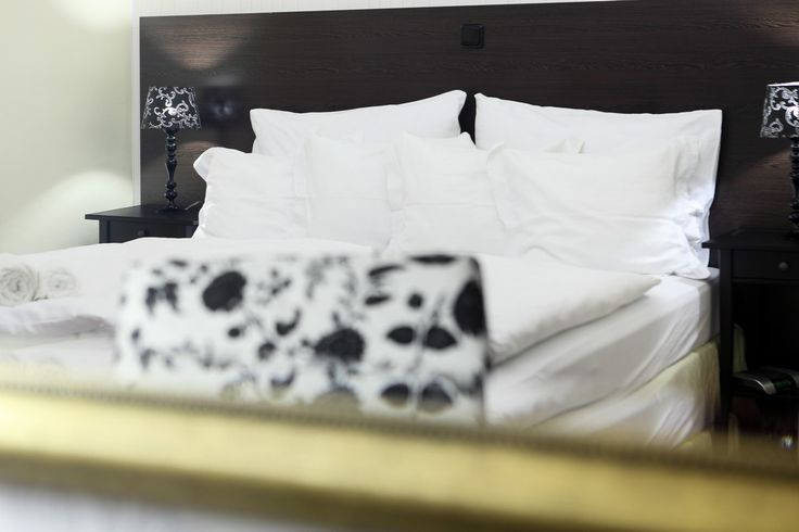 """Pár minut od centra  vás dělí od klidného Pytloun Design Hotel.. Hlídané parkoviště, venkovní terasa, klid pohodlí a thaisko-japonská restaurace. Rezervujte """"napřímo"""" přes naše web stránky a garantujeme nejnižší ceny! http://ow.ly/4n7l0p #pytlounhotels #hotelliberec #czech #pytloun #prazdniny"""