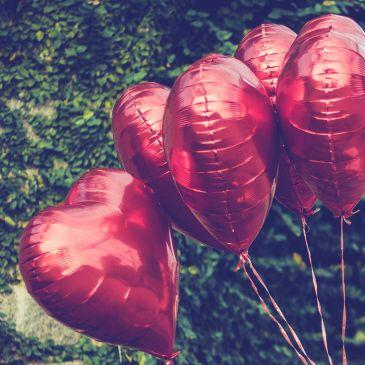 """Le più belle canzoni d'amore di tutti i tempi    💗  Amare significa imparare la canzone che l'altro ha nel cuore 💗 E' da poco finito il Festival di Sanremo e stranamente non ha vinto il solito brano sanremese a tema """"amore"""". Ancora in pieno trip per la kermesse canora e influenzate dalla festa degli innamorati che è ormai alle porte, vi proponiamo le più belle canzoni d'amore"""