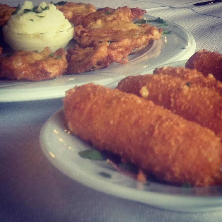 Fried aubergine and courgette slices, served with garlic paste / Cheese croquettes