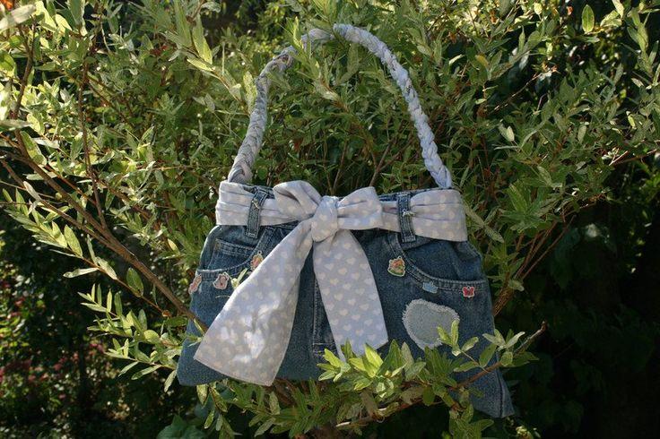 Handtaschen - Kindertasche blau, Jeans, mit Charms, Prinzessin - ein Designerstück von Angelas_Kreativwelt bei DaWanda