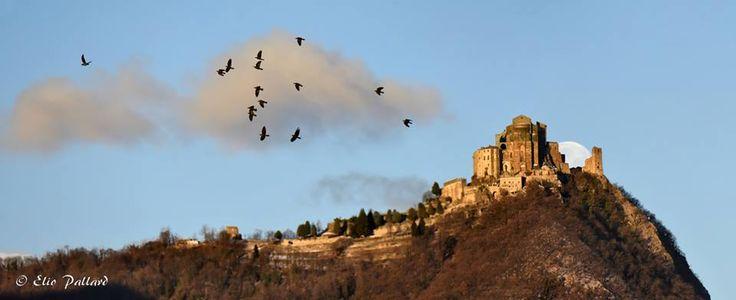 In volo verso la Sacra di San Michele  #myValsusa 03.03.17 #fotodelgiorno di Elio Pallard
