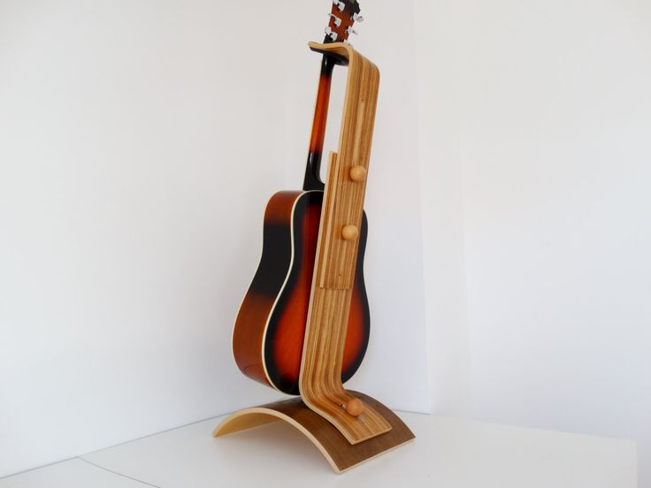 Stand de guitare -  Zebrano-Chêne teinte noir par Atelier1053 sur Etsy https://www.etsy.com/fr/listing/234949116/stand-de-guitare-zebrano-chene-teinte