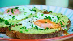 Tostas de Abacate e Ovos Escalfados, um pequeno-almoço delicioso para fazer em 10 minutos