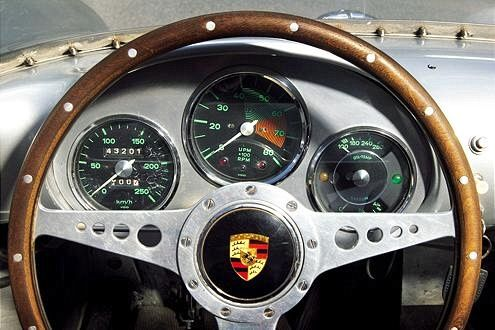 Just look how simple and pretty that #Porsche console is!