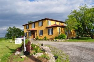 GIRASOLE BED AND BREAKFAST,  a Bed and Breakfast in Niagara-on-the-Lake.  A Tuscan Style B * A Sunflower in the Vineyards*