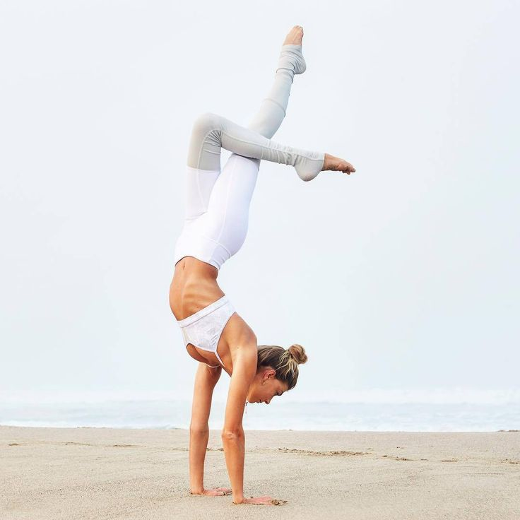 Handstand inspiration. Yoga outfits, yoga handstand, yoga ideas, beach yoga, yoga inspiration, yoga motivation