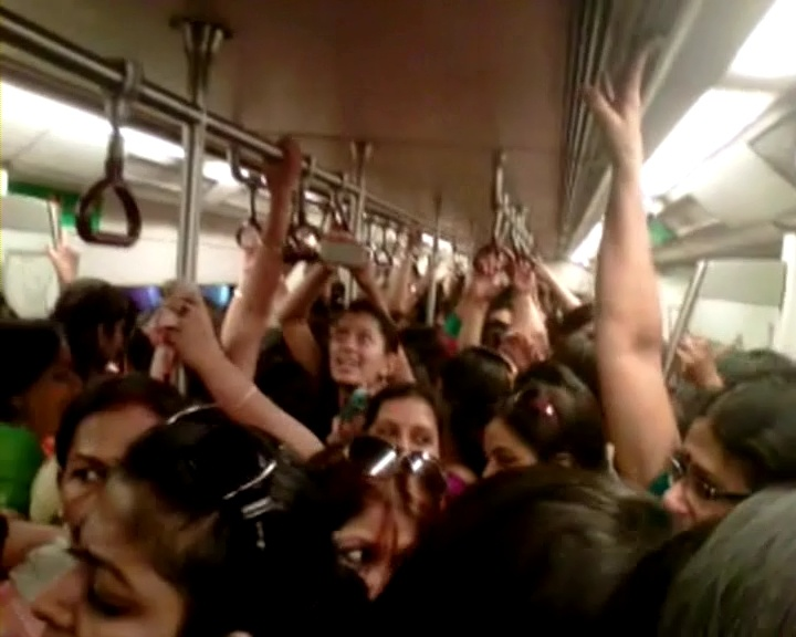 Watch metro trains in Delhi run over-crowded on Bharat Bandh  http://www.ndtv.com/video/player/news/bharat-bandh-watch-metro-trains-in-delhi-run-over-crowded/234251