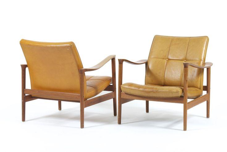 utopiaretromeodern.com - designer: Torbjørn Afdal, produsent: Nesjestranda, periode: c. 1963, Par lenestoler i palisander og cognac anilin patinert skinn. Høy kvalitet.