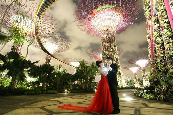 We take this photo around 1am in garden by the bay,  singapore. What a lovely and very energetic couple.  Prewedding shot by johnjap  Johnjap@outlook.com