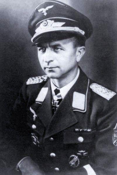 Major Erich Walther (1903-1947) Kommandeur I./Fallschirmjäger Regiment 1, Ritterkreuz 24.05.1940, Eichenlaub (411) 02.03.1944, Schwerter (131) 01.02.1945