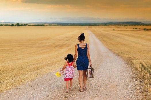 Co to jest renta rodzinna?Renta rodzinna jest świadczeniem przysługującym członkom rodziny po śmierci osoby uprawnionej do pobierania eme...