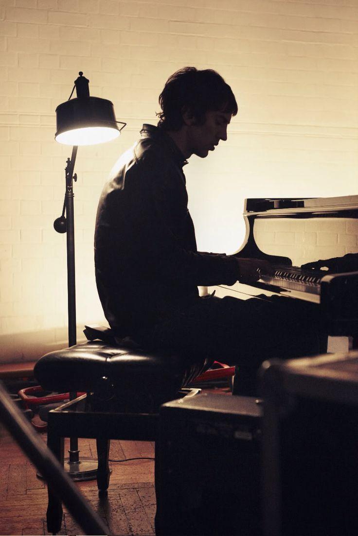 Richard Ashcroft on piano