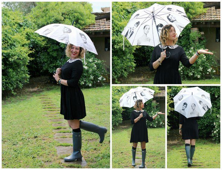 Abito Asos, stivali Hunter, ombrello no brand.