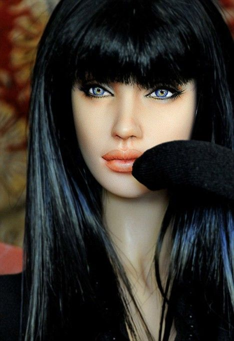 Noel Cruz's amazing talent:  lifelike Angelina Jolie doll