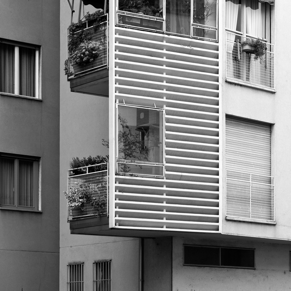 Edificio per abitazioni e negozi, arch. Mario Asnago, arch. Claudio Vender, via Caterina da Forlì, Milano (Foto di Tommaso Giunchi)