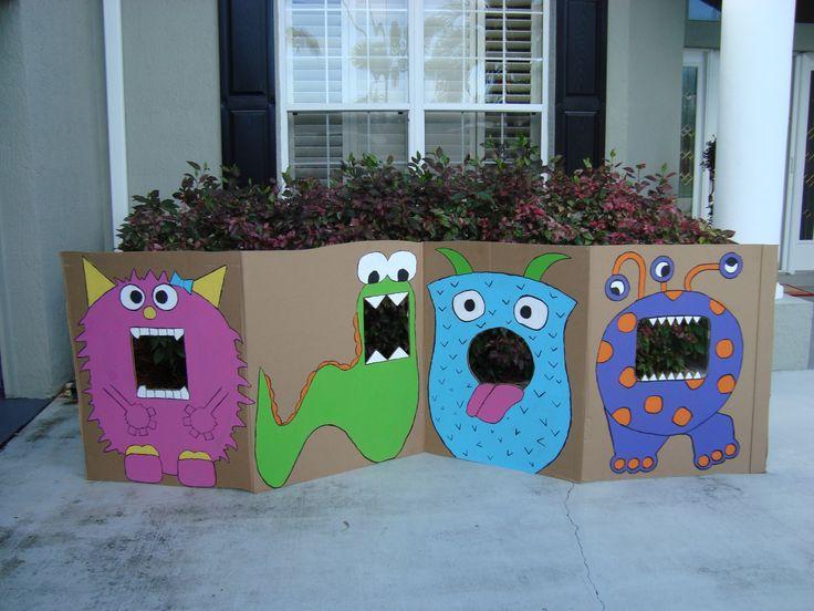 My monster photo booth. Fun idea for homespun party- any theme could work. #clube da aninha arte com caixa de papelão caixa de papelão brincadeiras para crianças cardboardforkids
