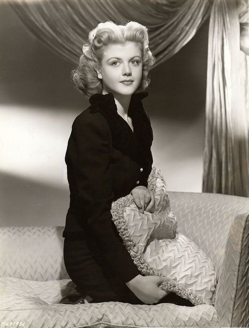 Angela Lansbury, 1945 wow beautiful