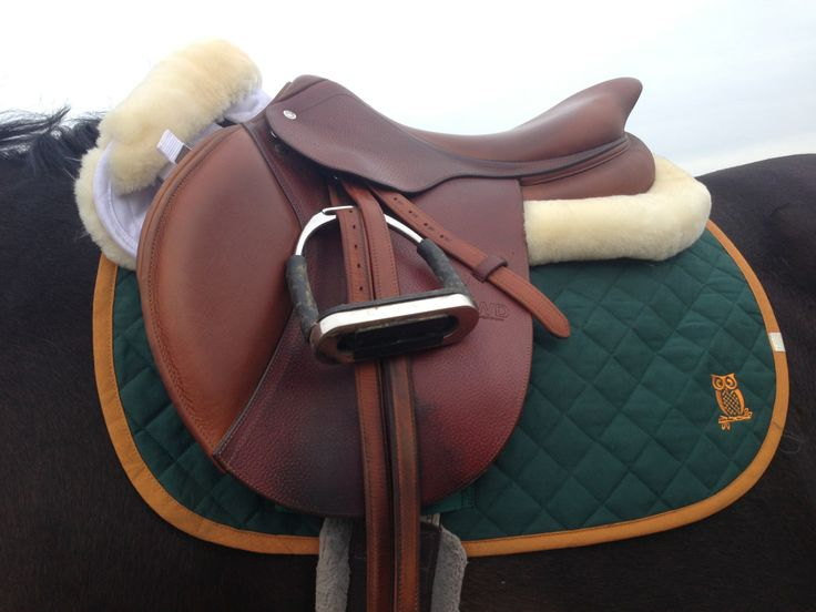 English riding is not Western riding. this is an English saddle made for riding English. Now I want to move these to a horse board.
