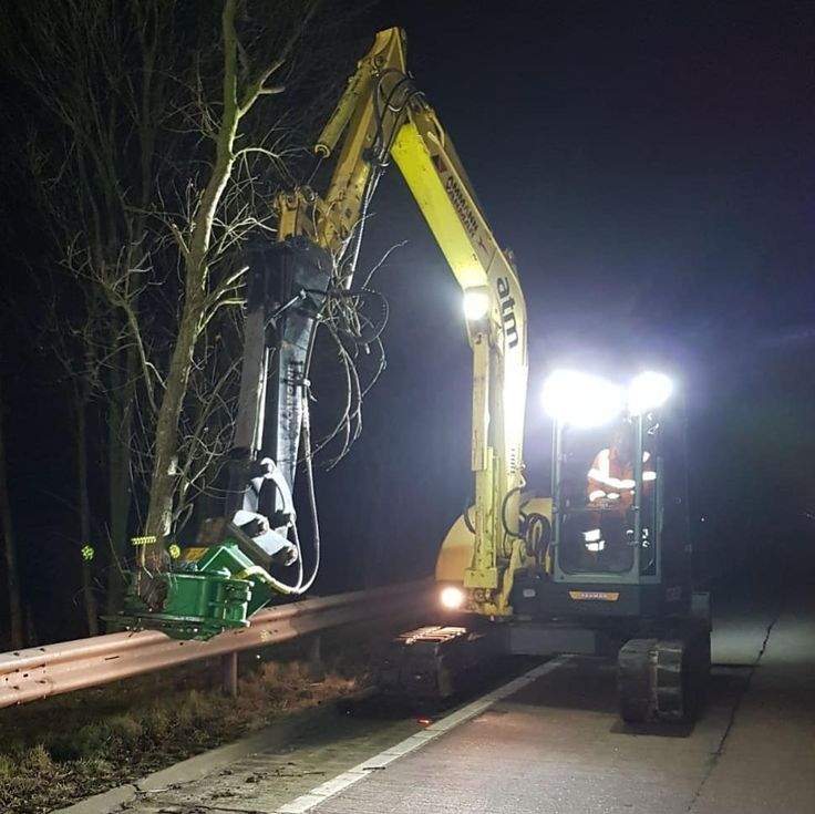 Our Yanmar fitted with its 12 inch tree shears in action on the A50. Well done lads its looking great. #forestry #arboriculture #arbtalk #arblife #woodchippers #chainsaws #machinery #landscaping #highways #maintenance #excavators #treework #treeshears #yanmar