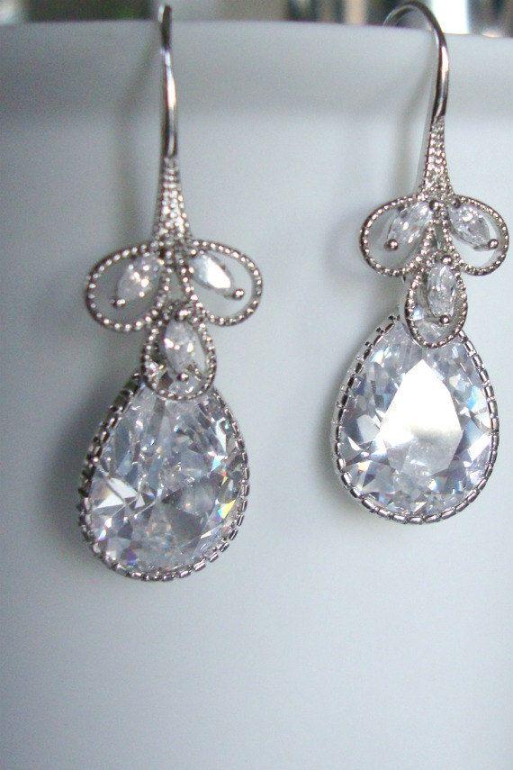 Gorgeous tear drop vintage earrings