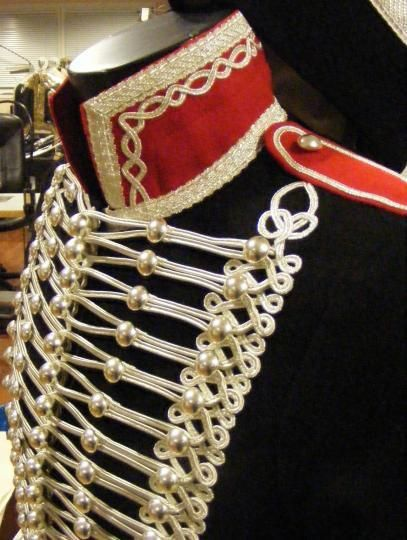 Pour une idée de veste officier façon Empire... Cordon carré argent 4 x 4 mm. Galon militaire de fabrication française.