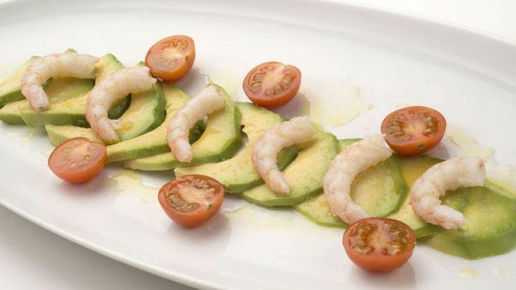 Receta de Ensalada de tomate, aguacate y gambas