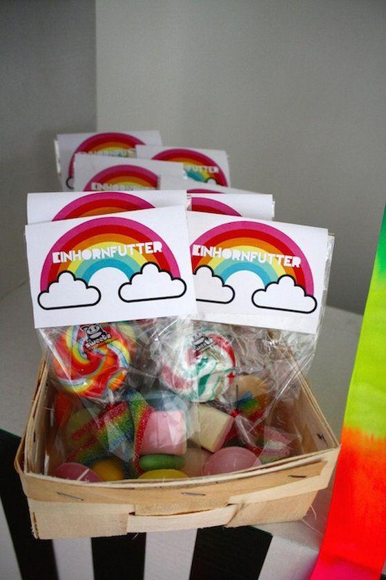 Unser kleines Mädchenwurde 4. Wahnsinn wie die Zeit vergeht!Unser Motto: Einhorn- und Regenbogen!(Ich war jetzt nicht soooo enttäuscht, dass