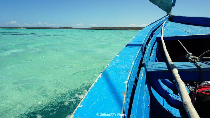 Prin Madagascar - In drum spre Nord, zarim Oceanul Indian, cu piroga prin Emerald Sea