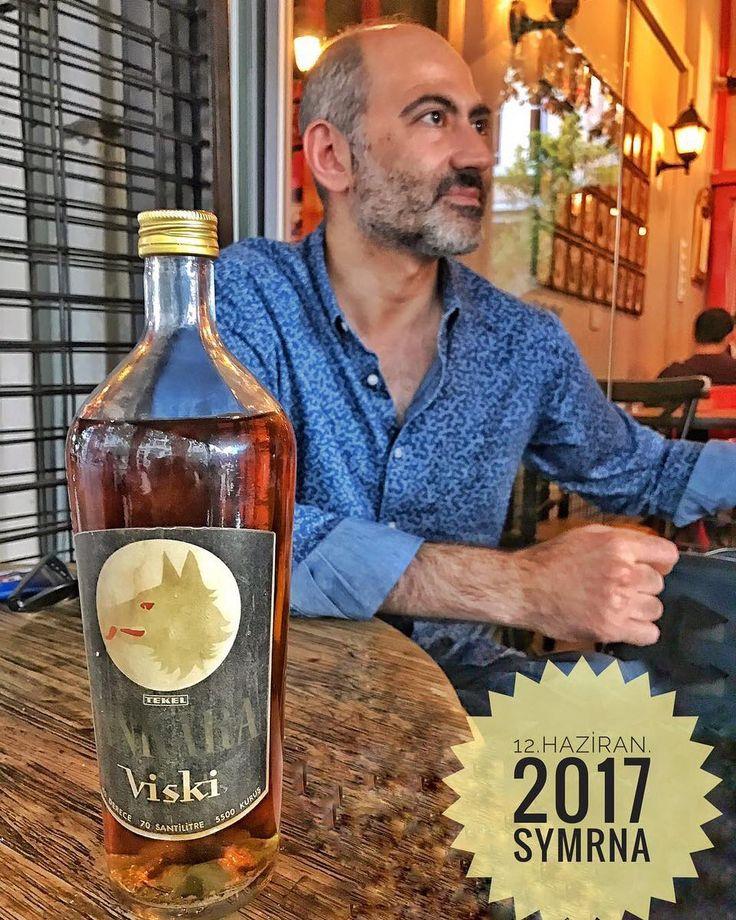 Takipçim @uttaknu sağolsun ne zamandır sahip olmak istediğim bir şişeye kavuştum. Gururla masada sergilerken sevgili dostum @yetkindikinciler bu harika kareyi yakalamış #Ankara #AnkaraViskisi #nostalji #koleksiyon