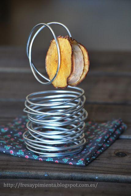 fresa & pimienta: Sándwich de pera caramelizada crujiente y foie micuit.