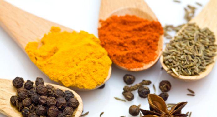 Spezie ed erbe aromatiche in cucina:
