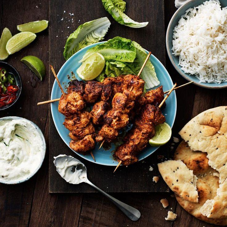 Det här blev riktigt gott! 👌 marinerad kyckling i yoghurt och tandoorikrydda och äter med ris, raita och naanbröd. Recept: @santamariasverige #tandoori #chicken #indiskmat #asianfood #santamariasverige