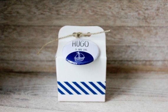 Boîte à dragées blanche irisée, badge personnalisé (épingle ou aimant), baptême, mariage ou anniversaire, cadeau invité, bor de mer