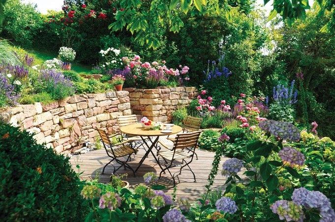 terrassen-ideen-harmonisch-holz-blumenmeer.jpg (681×452)