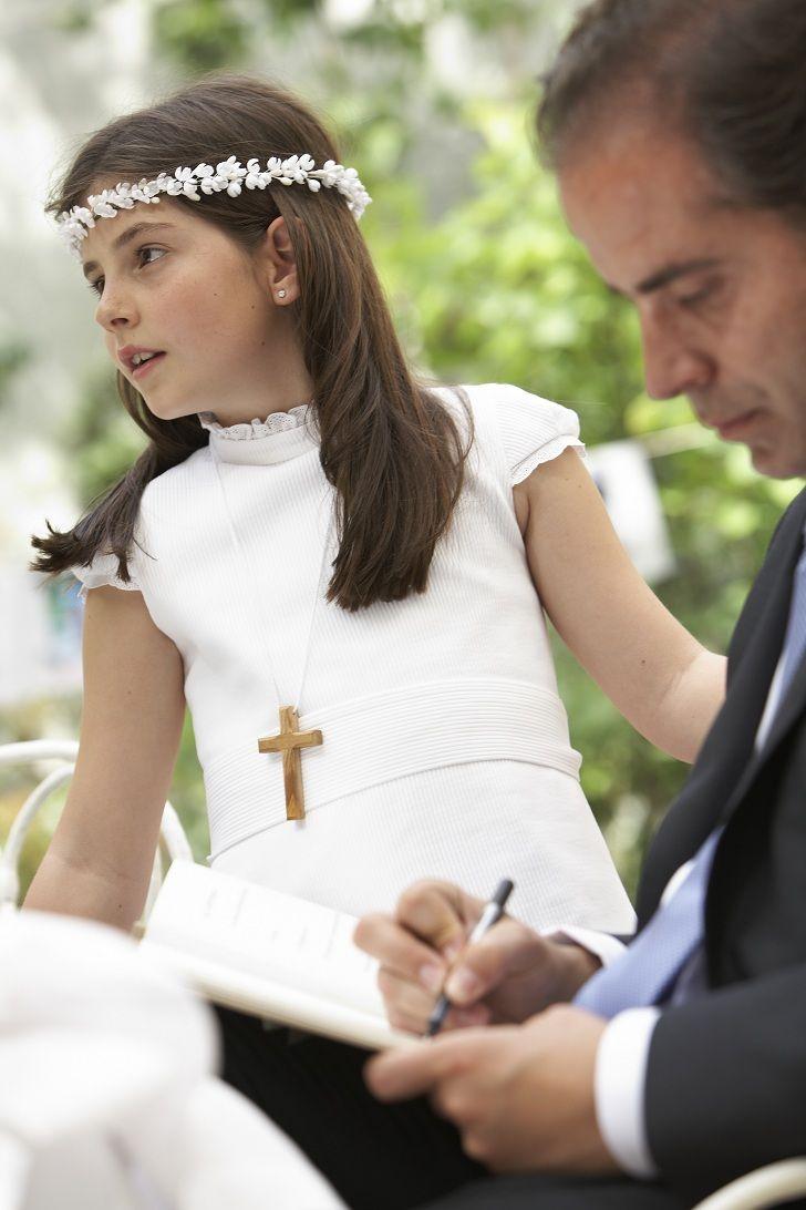La Comunión de Blanca. Vestido de TPKids by Teresa Palazuelo. Fuente: http://teresapalazuelo.com/blogTPKids/la-comunion-de-blanca/