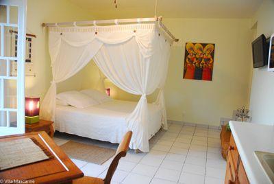 Une des chambres d'hôtes à vendre à Saint Leu à la Réunion