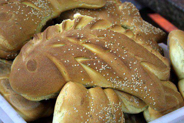 Pane di Lentini (presidio Slow Food): pane caldo appena fatto.