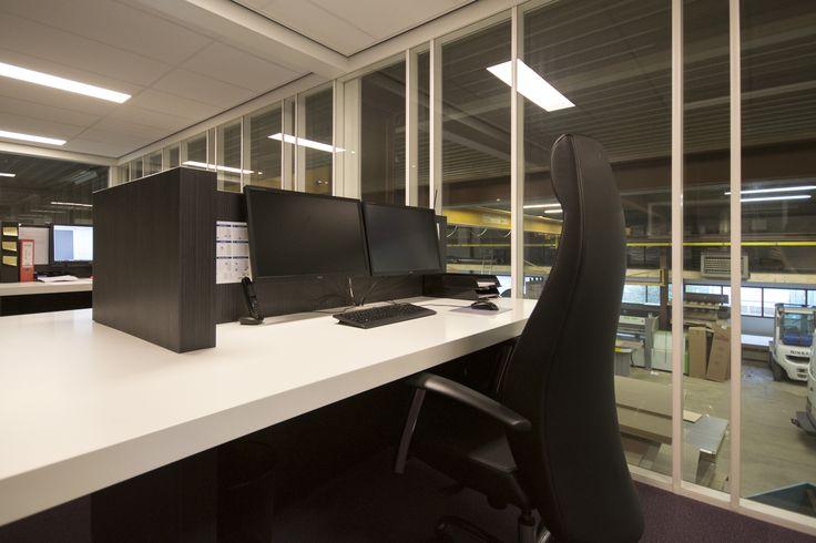 Bureau's in het kantoor bij van Heijst Interieur in Hoogerheide