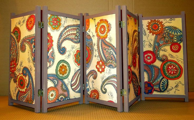 Decorative Photo Room Dividers With Books Painted On