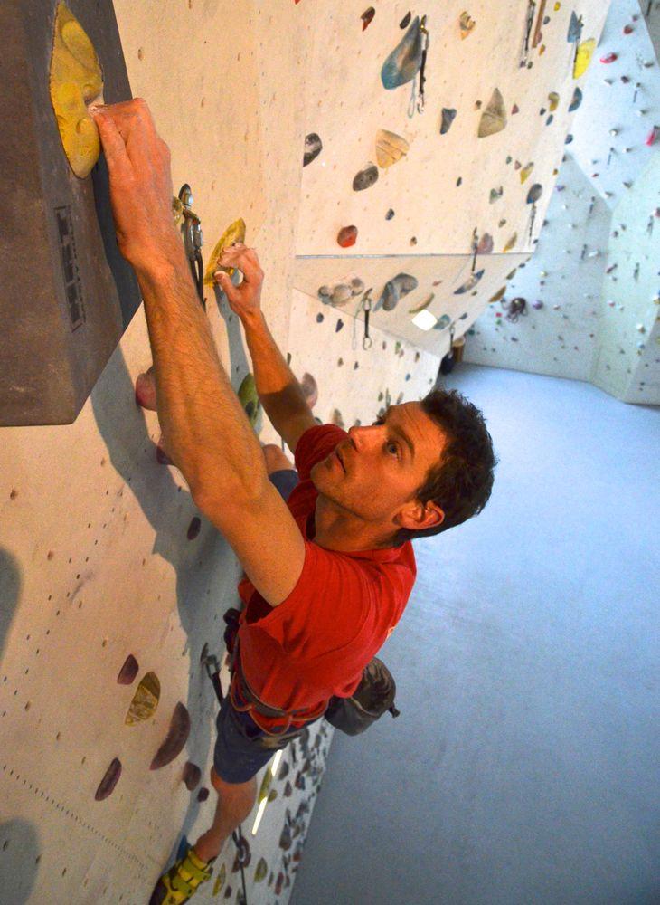 Klettertraining ist für den ganzen Körper gut was man benötigt ist Kraft UND Technik! Kurse bieten alle Kletteranlagen der Region für Anfänger und Fortgeschrittene