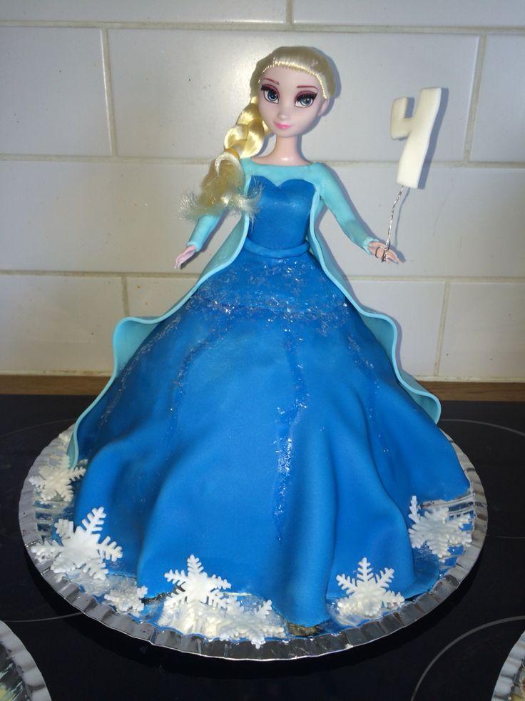 Elsatårtan! #sugarpaste #frozen #frost #frozencake #frosttårta #elsacake #elsa