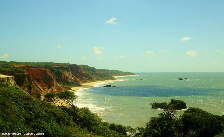 A praia de Tambaba, na Paraíba, fica a cerca de 30 km de João Pessoa, e é o primeiro campo de naturismo oficial do Nordeste e o segundo do Brasil. Vale a pena conferir! Foto: Magno Virgínio.