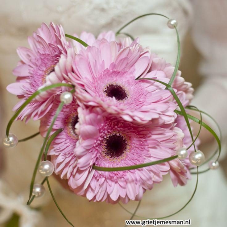 Mijn bruidsboeket gerbera's parels siergras Http://kiekielot.blogspot.nl