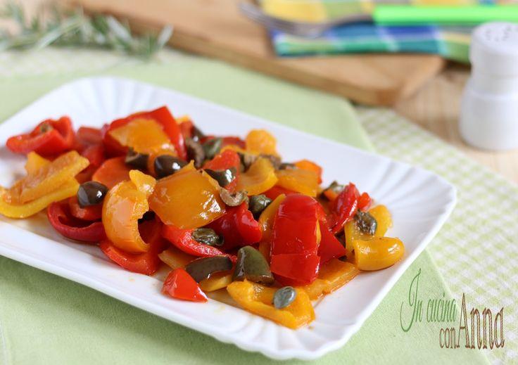 I peperoni in agrodolce sono il contorno perfetto per l'estate,semplici da preparare,gustosi e saporiti conquistano sempre tutti...