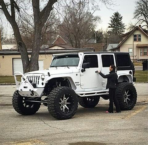Look at that lift!!! #JEEP http://www.wheelhero.com/topics/Jeep-Wheels-For-Sale