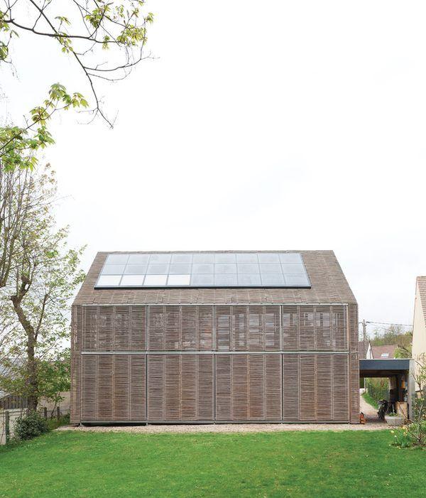 Maison passive recouverte de bambou par karawitz architecture architecture passive design - Maison passive design ...