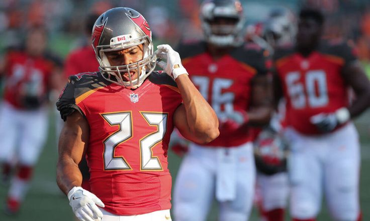 Buccaneers waive Alan Cross with Doug Martin returning = The Tampa Bay Buccaneers have waived tight end Alan Cross in order to make room for previously suspended running back Doug Martin. Martin just finished serving his..... https://www.fanprint.com/licenses/new-england-patriots?ref=5750