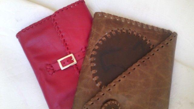 Cuadernos y agendas en cuero hechas a mano.