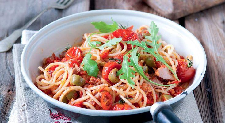 img.fac.pmdstatic.net pad http.3A.2F.2Fphoto.2Efemmeactuelle.2Efr.2Fupload.2Fslideshow.2Fnos-meilleures-recettes-de-spaghettis-21223.2Fspaghettis-au-thon-et-tomates-cerises-376691.2Ejpg 1099x600 quality 65 spaghettis-au-thon-et-tomates-cerises.jpg