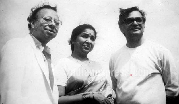 RD Burman with his singer wife Asha Bhosle and lyricist Gulzar. | RD Burman was born to composer/sin... - Provided by Indian Express Slideshows